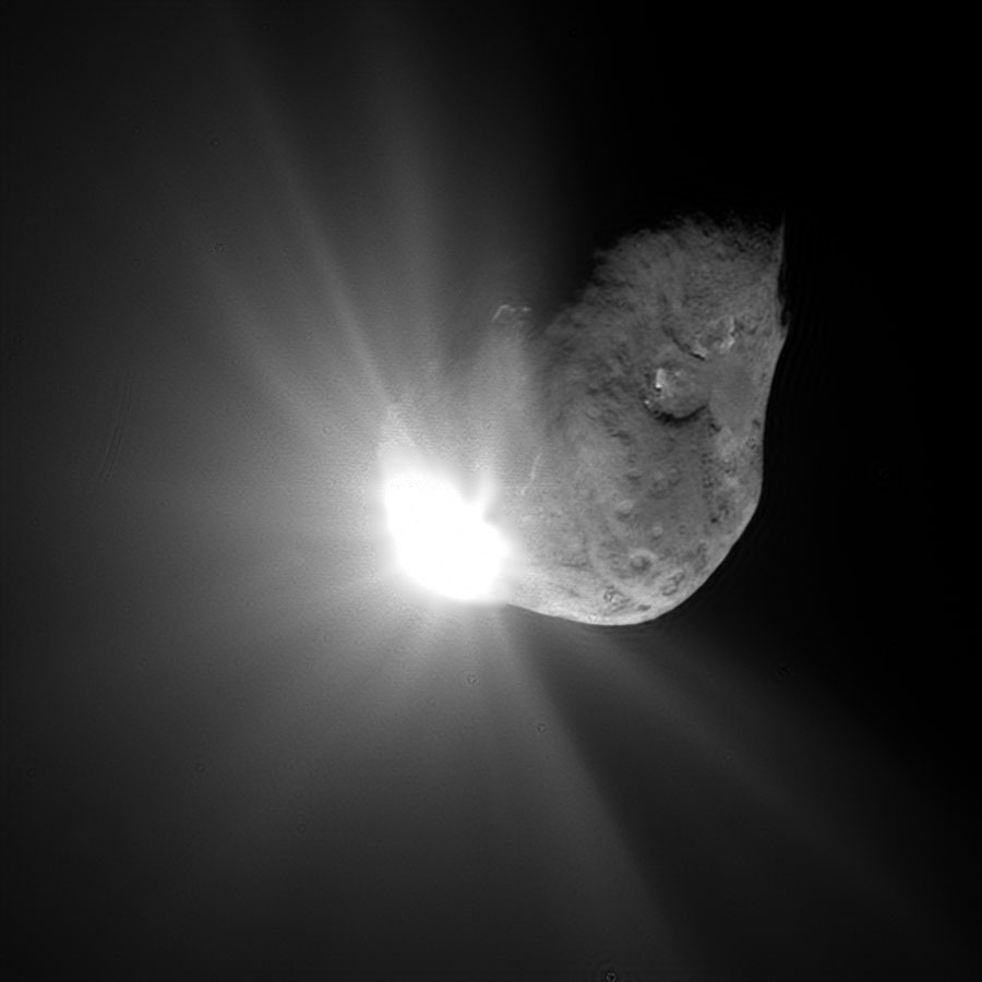67 seconds after the impact of Deep Impact with Comet Tempel 1